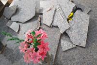 Vândalos depredam túmulos no Cemitério da cidade